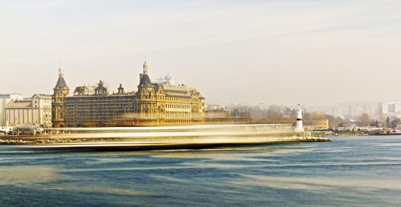 Veerboot op de manier van Bosphorus royalty-vrije stock afbeeldingen