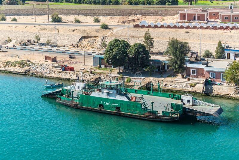 Veerboot op het Kanaal van Suez dichtbij Ismailia, Egypte royalty-vrije stock foto's