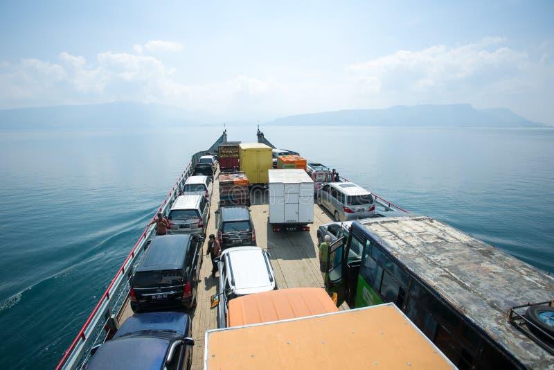 Veerboot op het meer Toba royalty-vrije stock foto