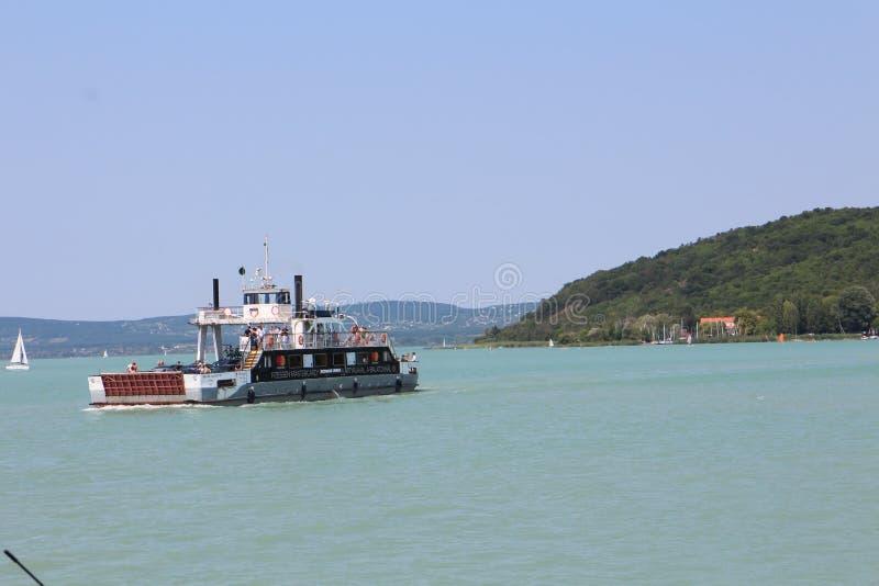 Veerboot op meer Balaton stock afbeeldingen