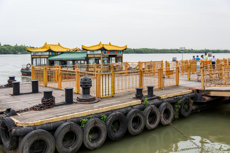 Veerboot van het JiaoShan de toneelgebied royalty-vrije stock foto's