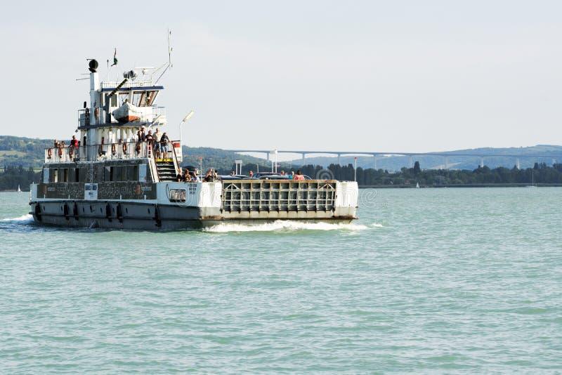 Veerbootschip op Meer Balaton in 14 Juli 2018 in Tihany stock afbeelding