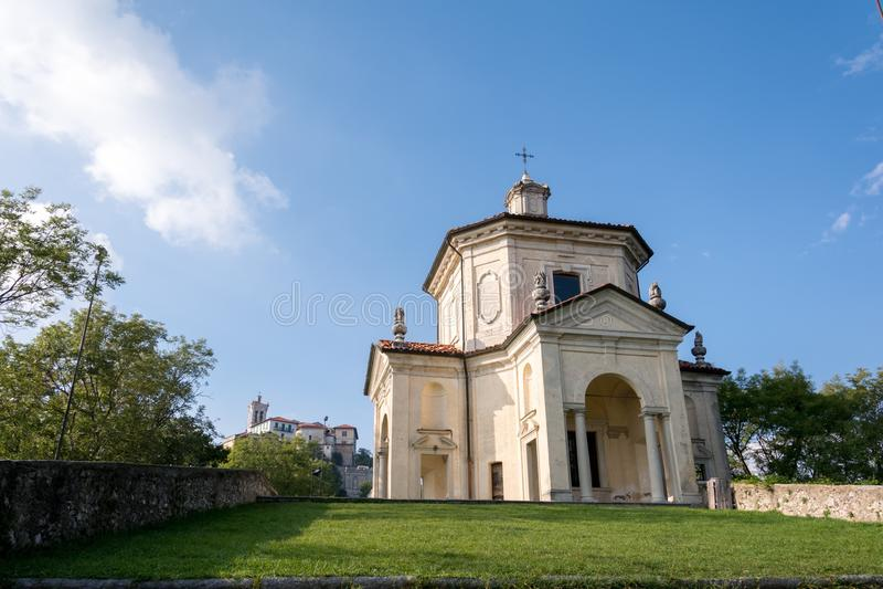 Veertiende Kapel in Sacro Monte di Varese Italië stock foto's