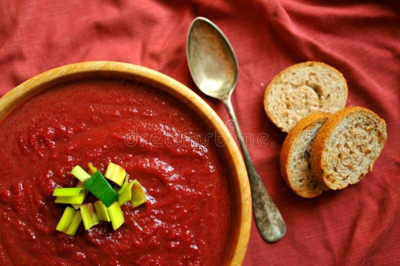 Vegan, betterave saine de nourriture et soupe à carotte photo stock