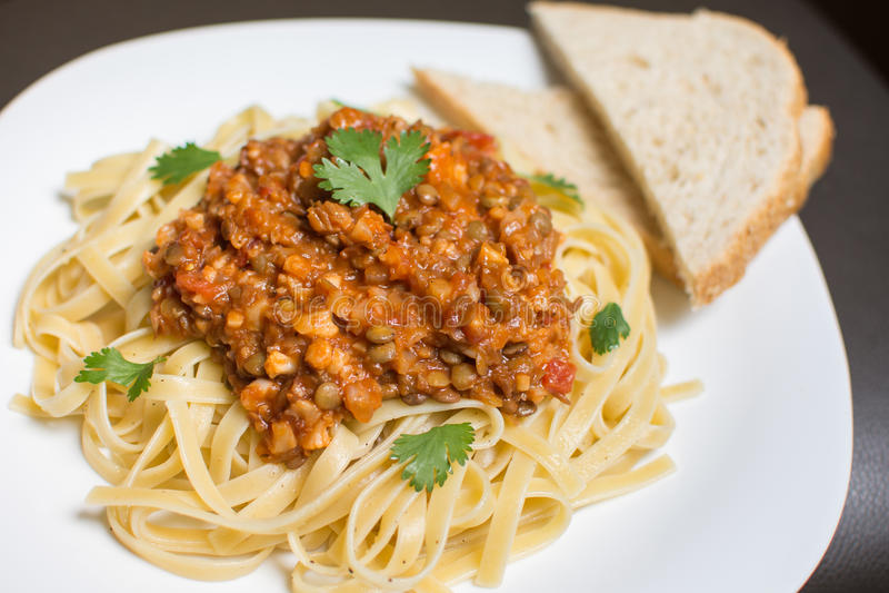 Veganist bolognese spaghetti stock foto