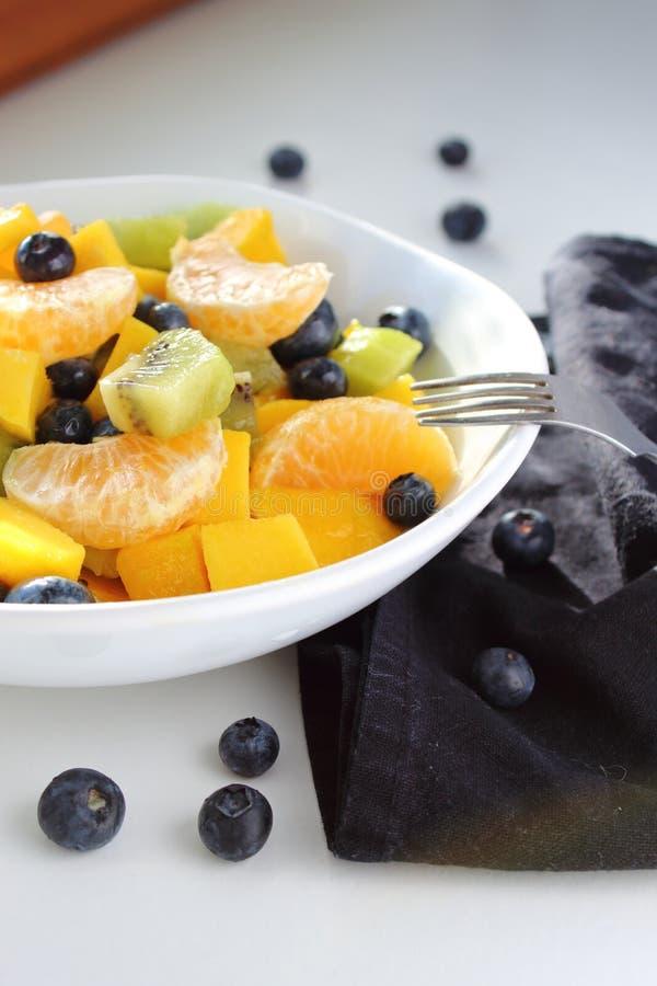 Veganistontbijt van verse vruchten royalty-vrije stock afbeeldingen