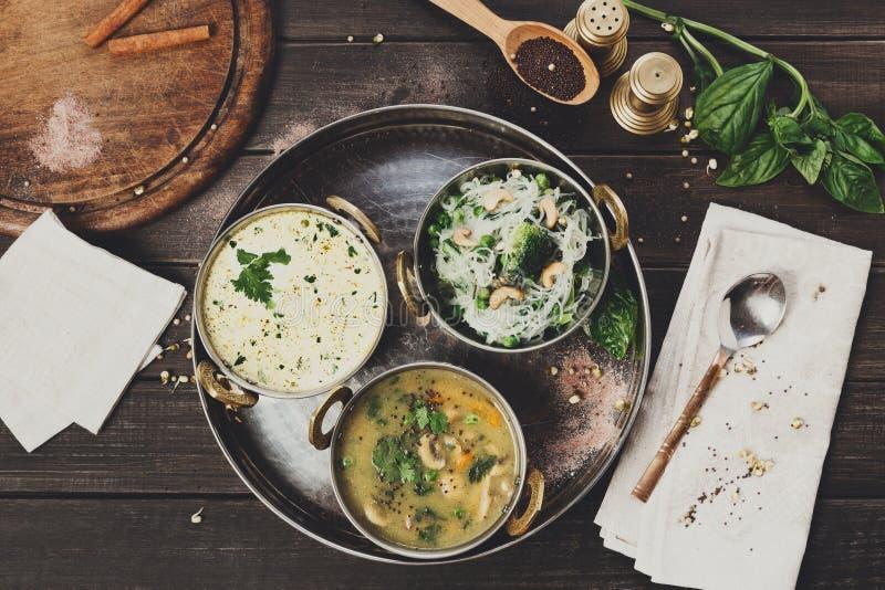 Vegano e piatti piccanti caldi di cucina indiana vegetariana fotografie stock libere da diritti