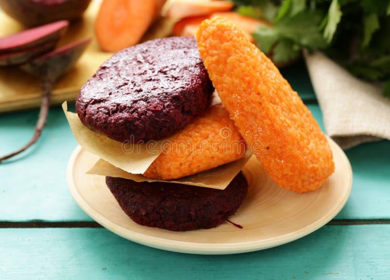 Vegetable котлеты моркови и свеклы стоковые фото