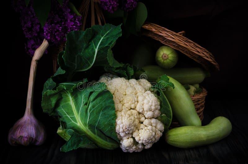 Vegetable натюрморт на черной предпосылке стоковое фото rf