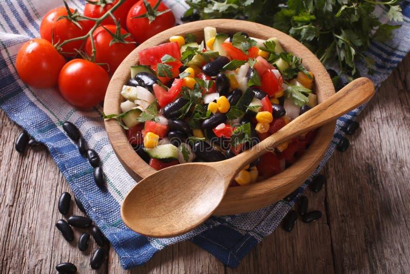 Vegetable салат с черными фасолями и таблицей ингридиентов horizont стоковое фото