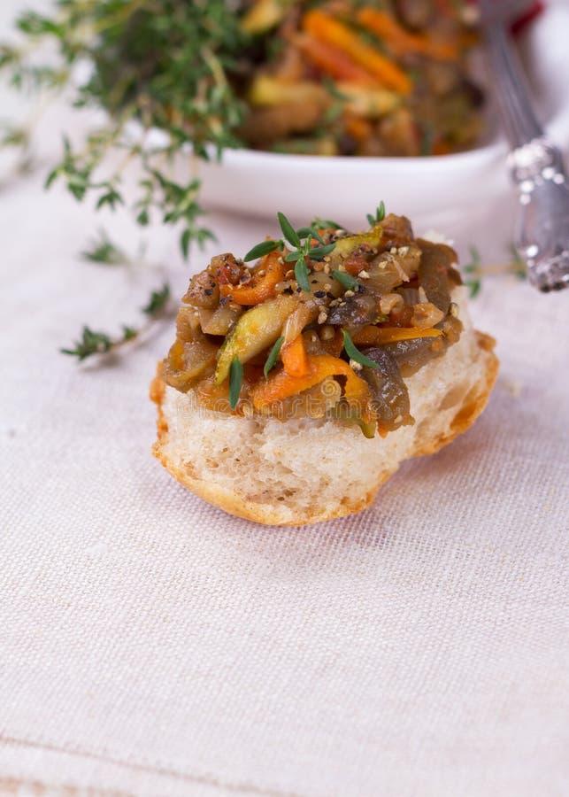Vegetable ragout баклажана, цукини и морковей стоковое изображение rf