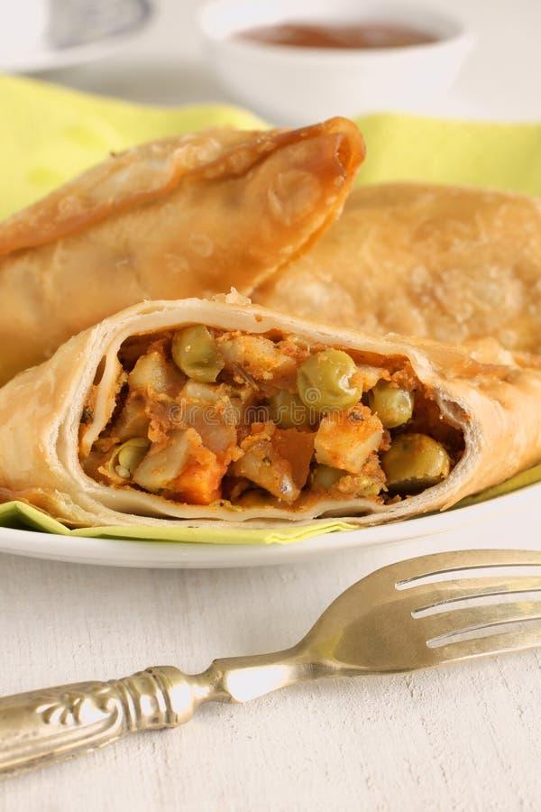 Download Vegetable Samosas стоковое фото. изображение насчитывающей средне - 41659714