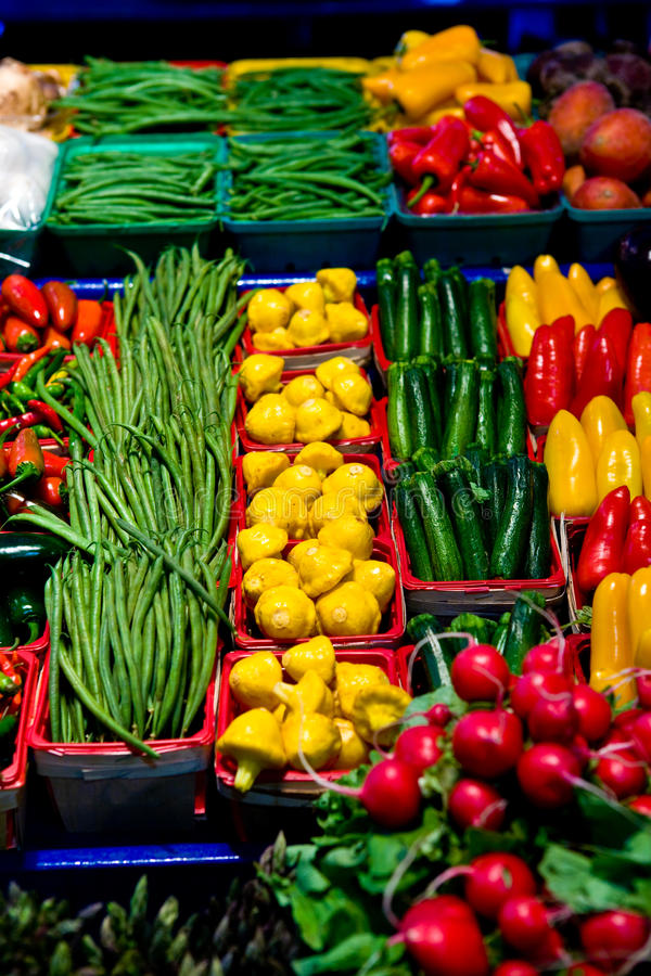 Free Vegetables And Fruits On A Market Stall Stock Photography - 16643602