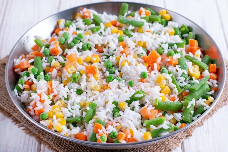 Vegetais congelados caseiros com arroz fotografia de stock