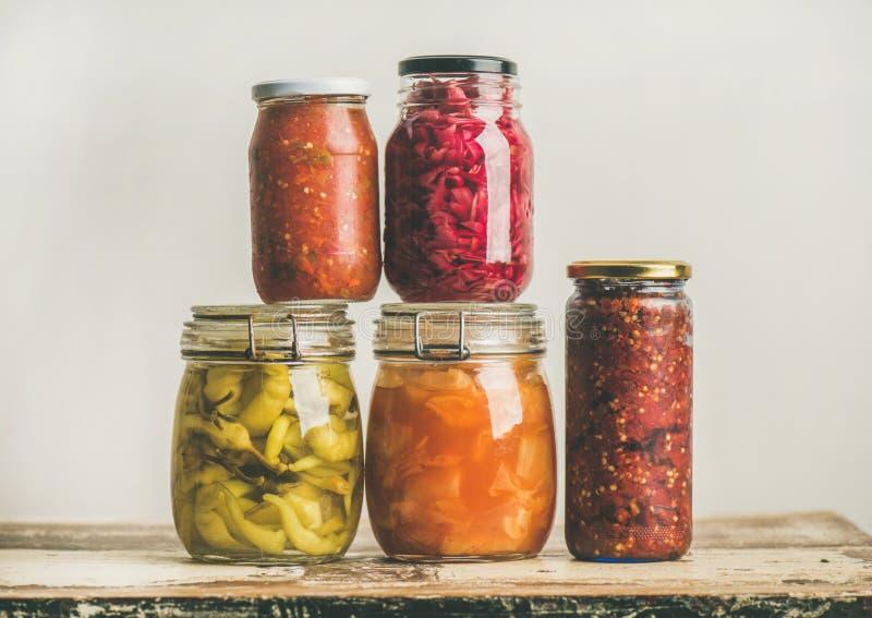 Vegetais conservados do outono ou fermentados sazonais Preservação home do alimento imagem de stock