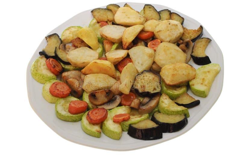 Vegetais cozidos na placa isolada fotografia de stock