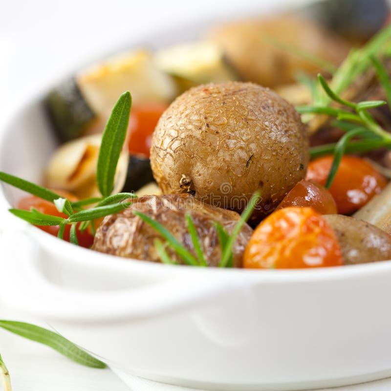Vegetais cozidos rústicos fotos de stock