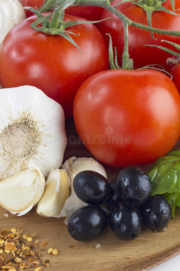 Vegetais crus para a pizza imagens de stock
