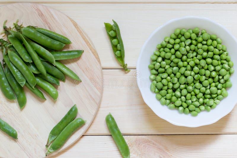 Vegetais cultivados em casa naturais orgânicos saudáveis Sugar Snap Peas verde foto de stock royalty free