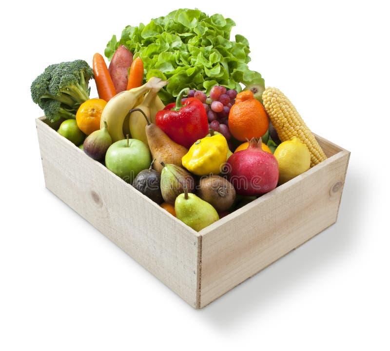 Vegetais de fruto fresco de madeira da caixa imagem de stock
