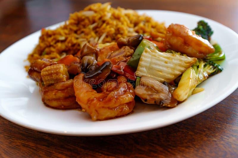 Vegetais do chinês do camarão de Szechuan foto de stock royalty free