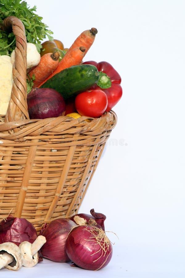 Vegetais e cesta foto de stock royalty free
