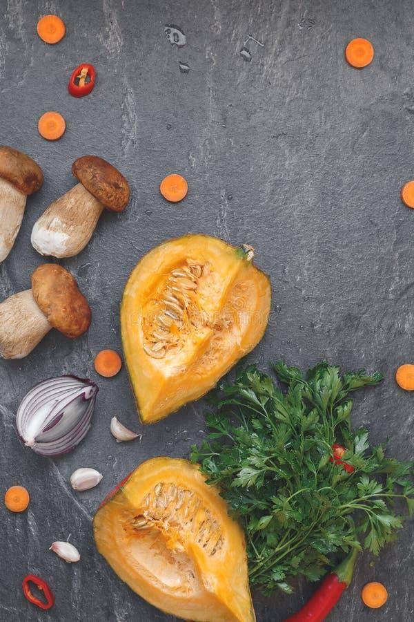 Vegetais e cogumelos outonais imagens de stock royalty free