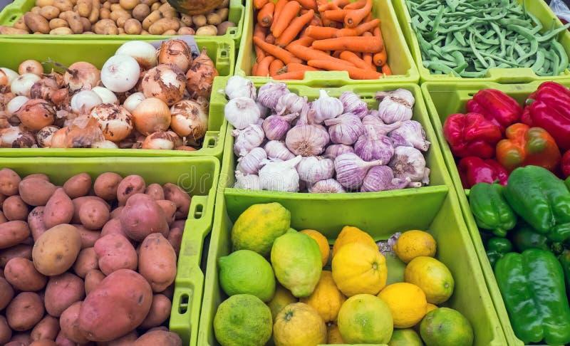 Vegetais e frutos diferentes imagens de stock
