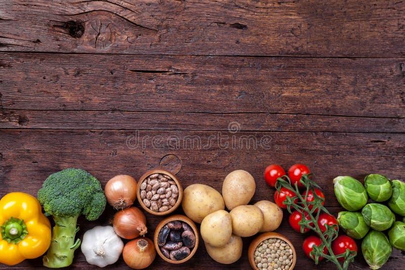 Vegetais e ingredientes de alimento orgânicos frescos e saudáveis foto de stock