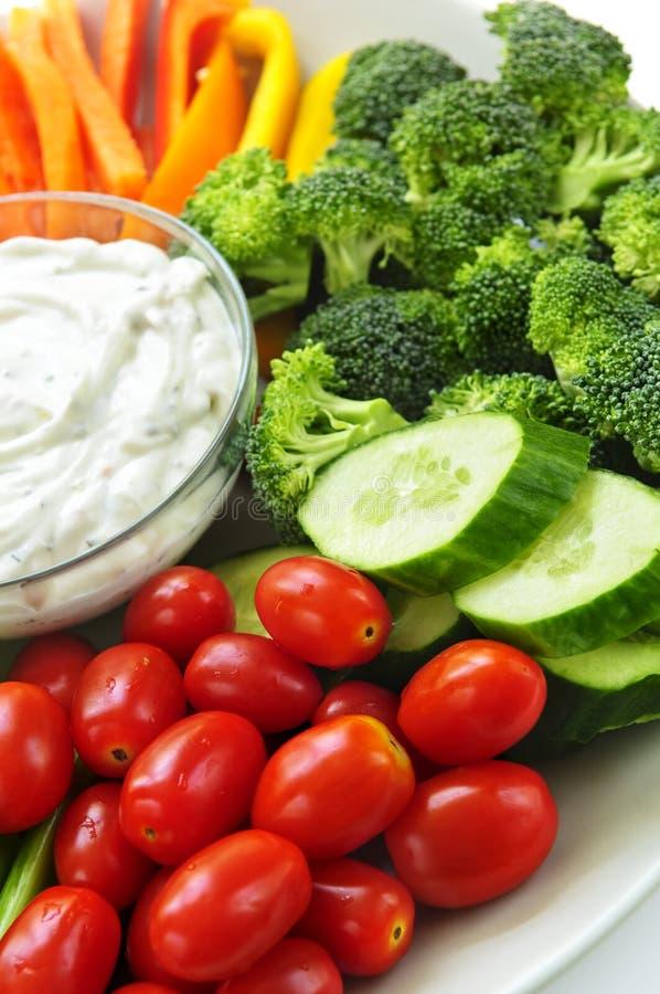 Vegetais e mergulho imagens de stock royalty free