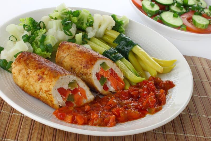 Vegetais enchidos carne da galinha foto de stock royalty free