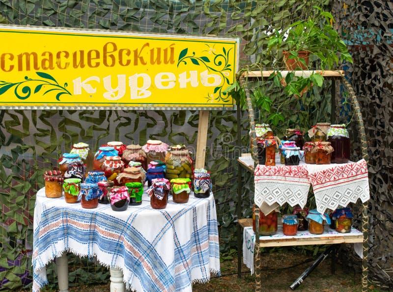Vegetais enlatados casa imagem de stock