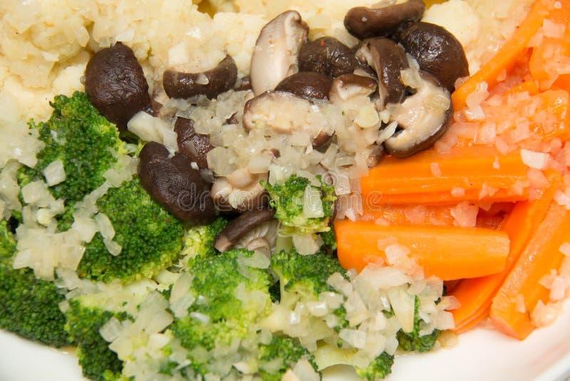 Vegetais misturados cozinhados fotografia de stock royalty free