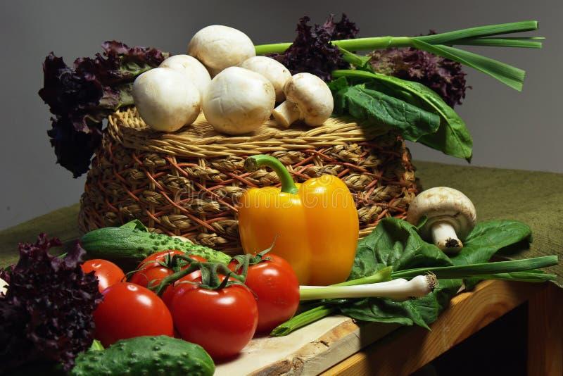 Vegetais na adega imagem de stock