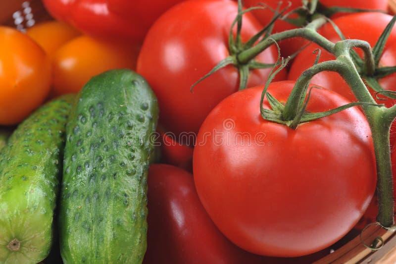 Vegetais na cesta fotografia de stock royalty free