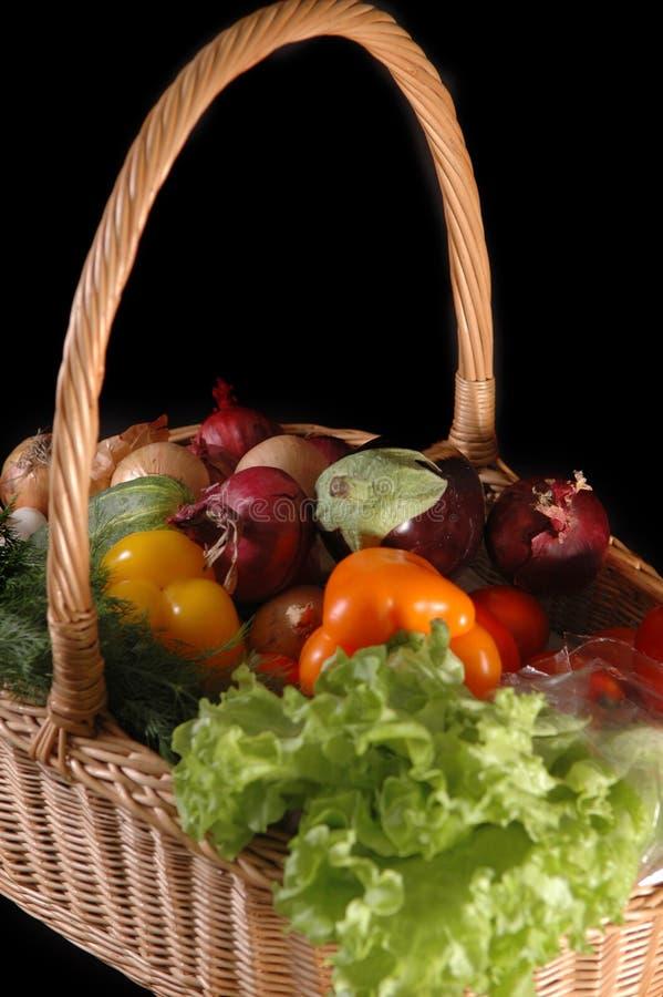 Vegetais na cesta fotografia de stock