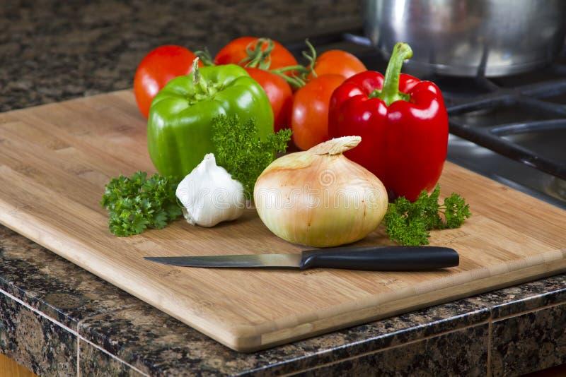 Vegetais na cozinha fotos de stock royalty free