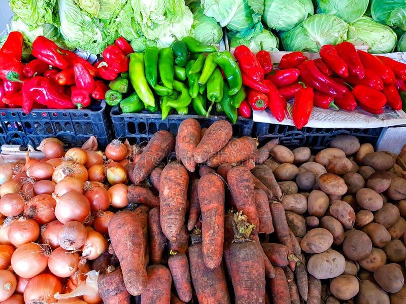 Vegetais na loja da rua fotografia de stock