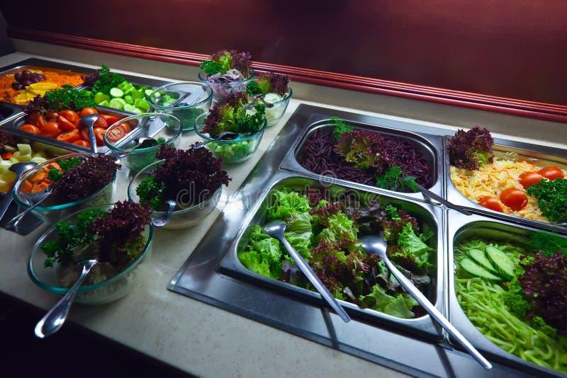 Vegetais nas bandejas imagens de stock royalty free