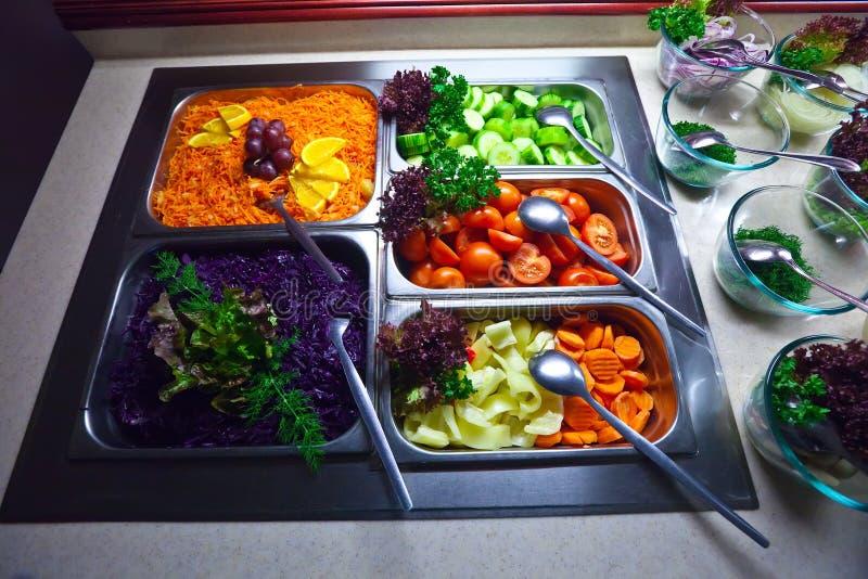 Vegetais no bufete imagens de stock