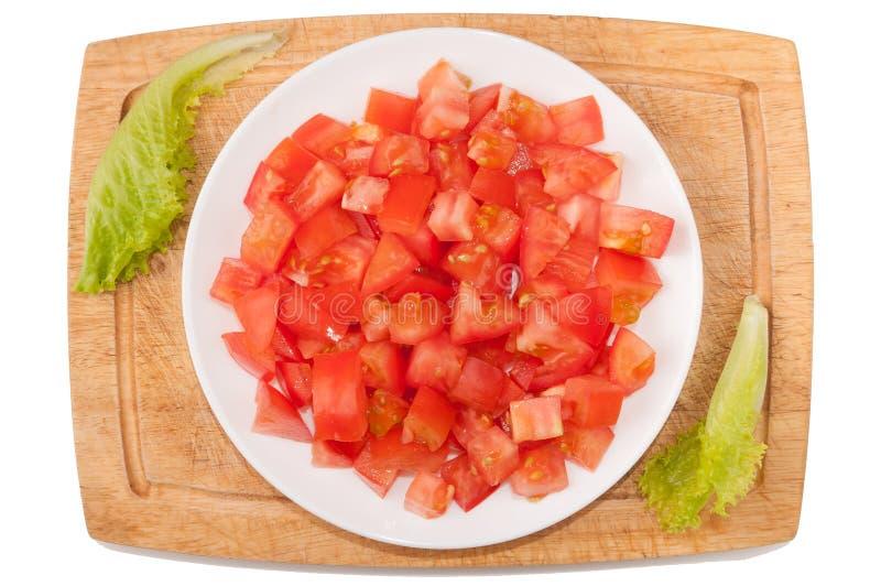 Vegetais no fundo branco Tomate, verdes, placa de corte, placa em um fundo branco fotografia de stock
