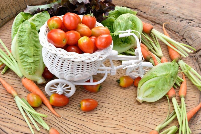 Download Vegetais orgânicos foto de stock. Imagem de fundo, cebola - 65580372