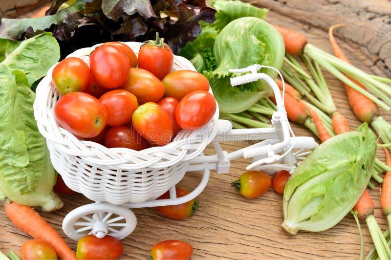 Download Vegetais orgânicos imagem de stock. Imagem de orgânico - 65580373
