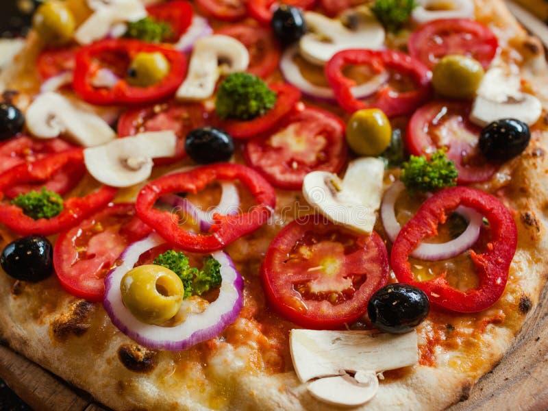 Vegetais orgânicos do fundo da pizza de primavera fotografia de stock
