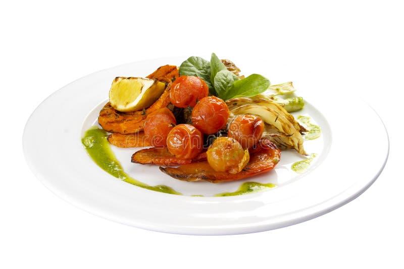 Vegetais Roasted em Genoese Erva-doce, tomates, limão, pimenta doce, abóbora, cenouras imagem de stock royalty free