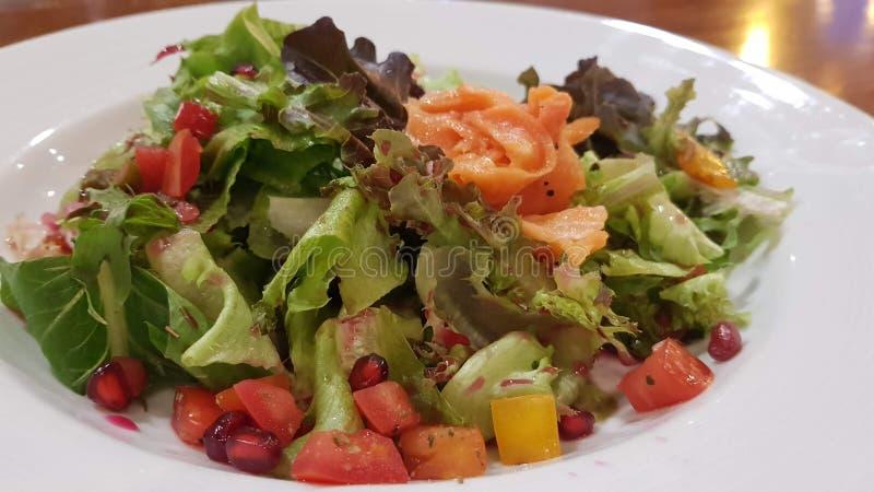 Vegetal de creme da salada no prato branco imagem de stock royalty free