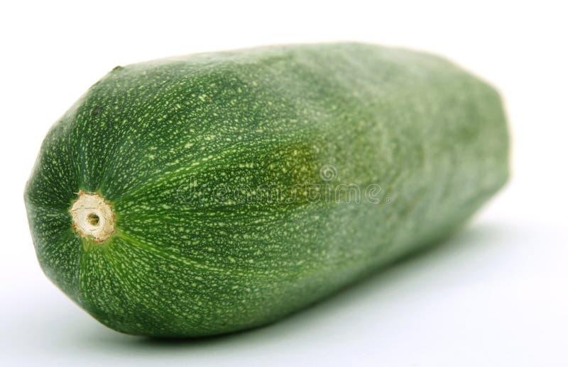 Vegetal verde saudável do courgette isolado no branco imagens de stock royalty free