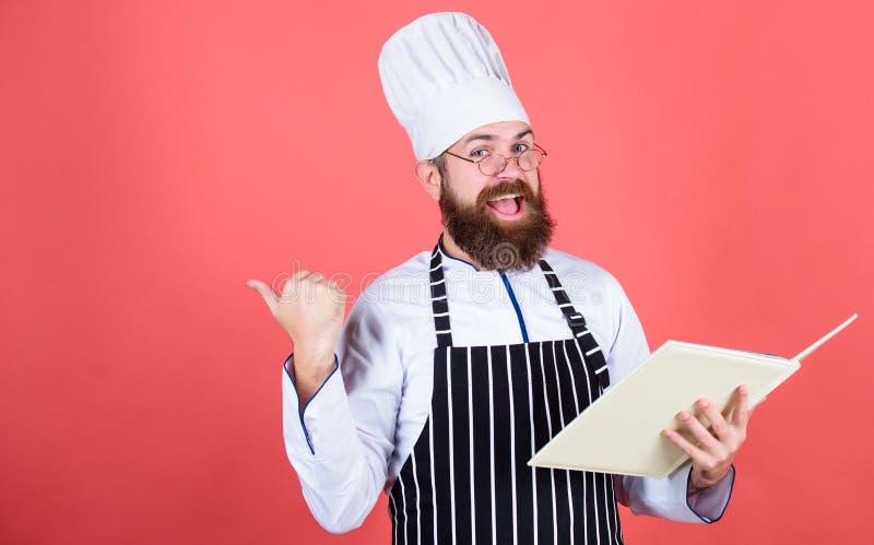 vegetariër Rijpe chef-kok met baard Het gezonde voedsel koken Chef-kokmens in hoed Geheim smaakrecept Het op dieet zijn en natuur stock foto's