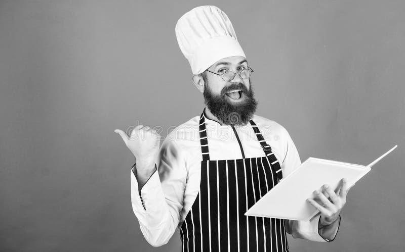 vegetari?r Rijpe chef-kok met baard Het gezonde voedsel koken Chef-kokmens in hoed Geheim smaakrecept Het op dieet zijn en natuur stock foto