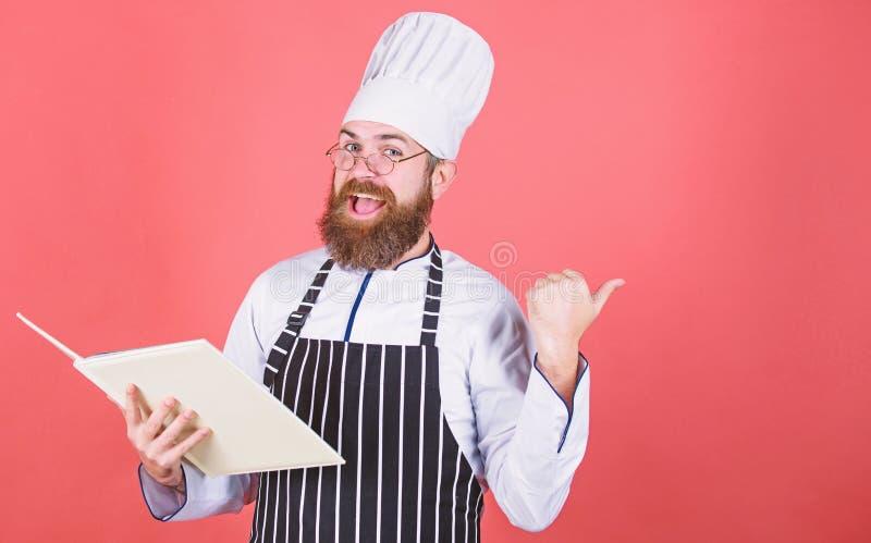 vegetari?r Rijpe chef-kok met baard Het gezonde voedsel koken Chef-kokmens in hoed Geheim smaakrecept Het op dieet zijn en natuur stock foto's